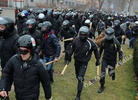Виновного визбиении мирной демонстрации экс-замглавы ОГА будут судить