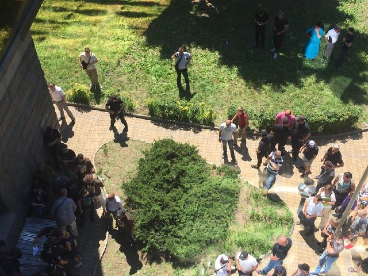 Массовая драка вОдессе: «ветераны АТО» напали наполицию