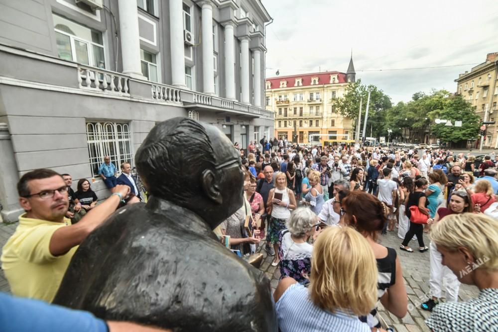 Неменее тысячи одесситов приняли участие впервом литературном флешмобе