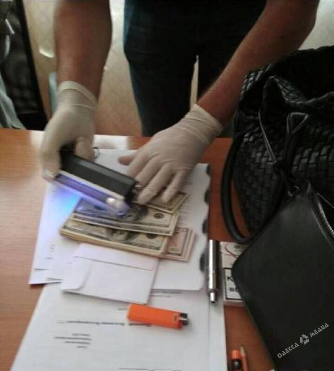 Служащая РГА вОдесской области требовала взятку спредпринимателей, обнародованы фото