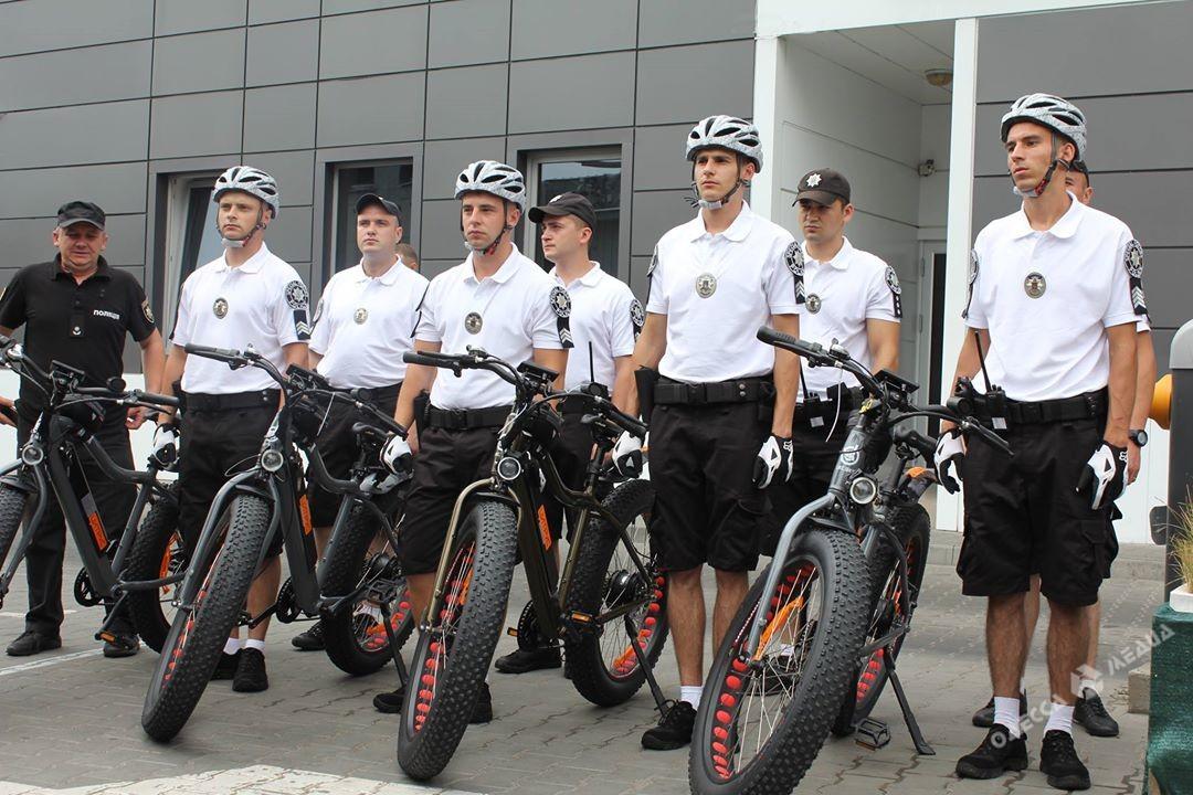 Новые стражи порядка вОдессе: полицейские пересели навелосипеды