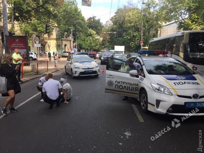 Патрульные полицейские сбили женщину-пешехода вОдессе