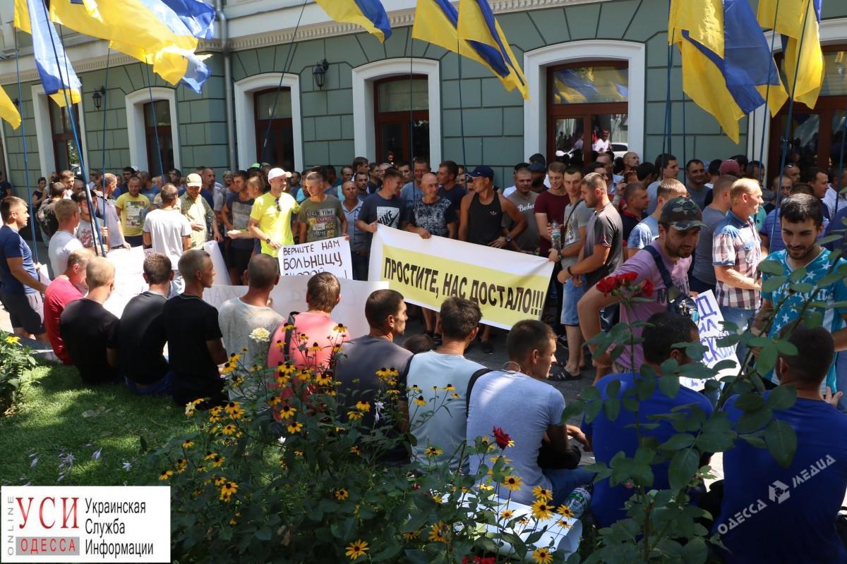 ВОдессе под прокуратурой произошла массовая драка из-за клиники скорой помощи