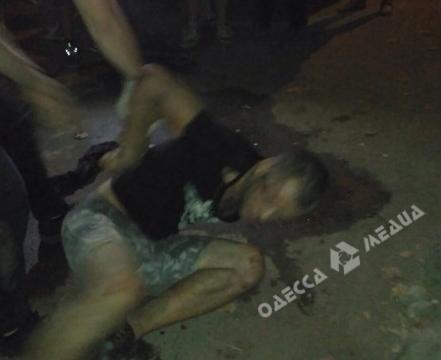 ВОдессе четверо пассажиров пытались задушить водителя, согласившегося ихподвезти