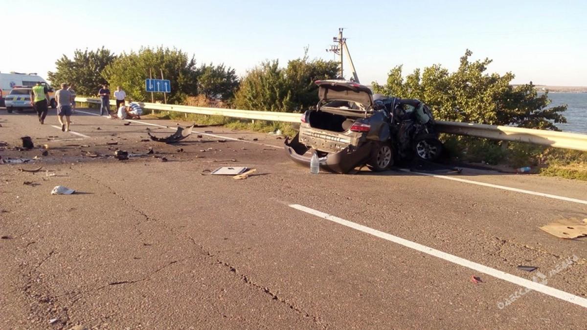 Натрассе Одесса-Киев перевернулся зерновоз: движение заблокировано