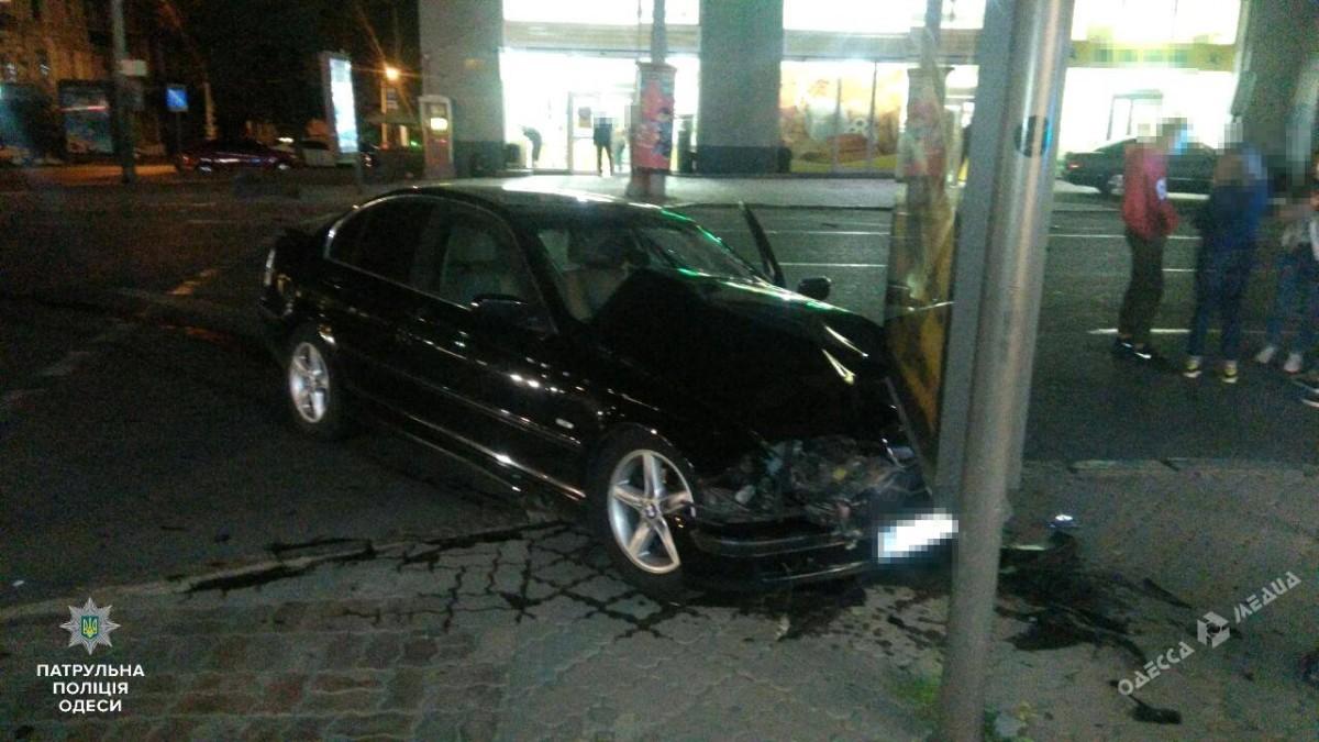 Из-за ночных ДТП вОдессе пострадали двое юношей