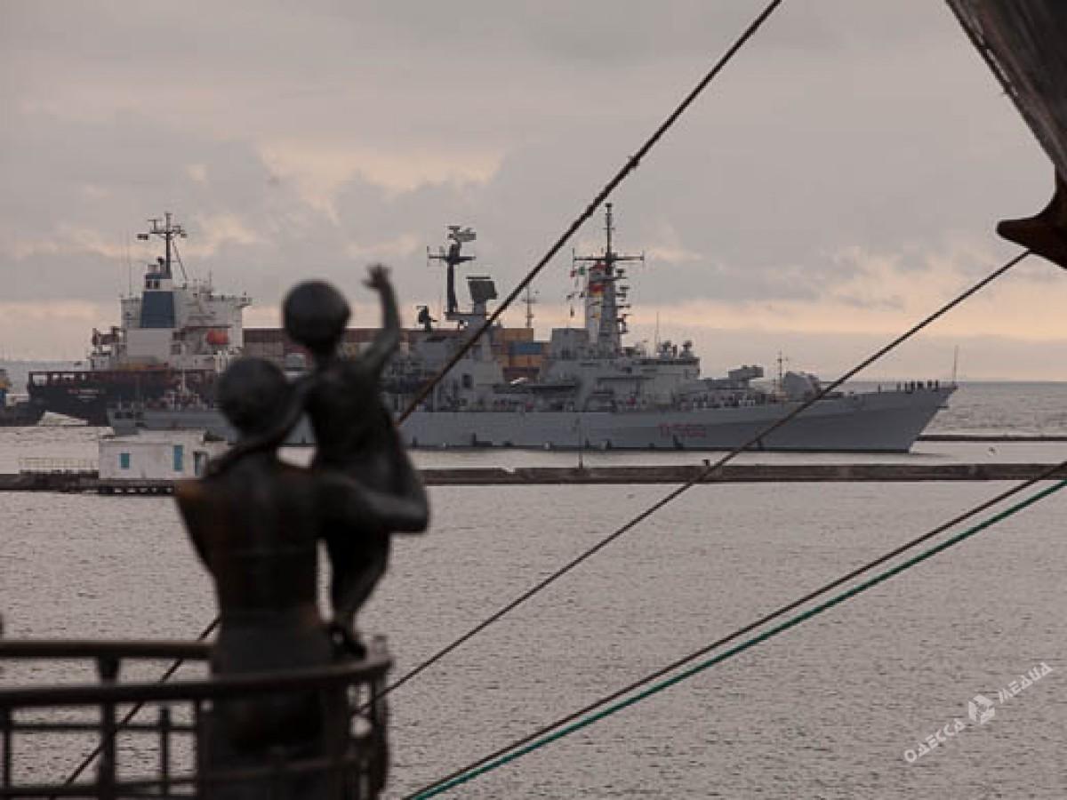 ВОдесский порт зашел эсминец ВМС Италии длиной практически 150 метров