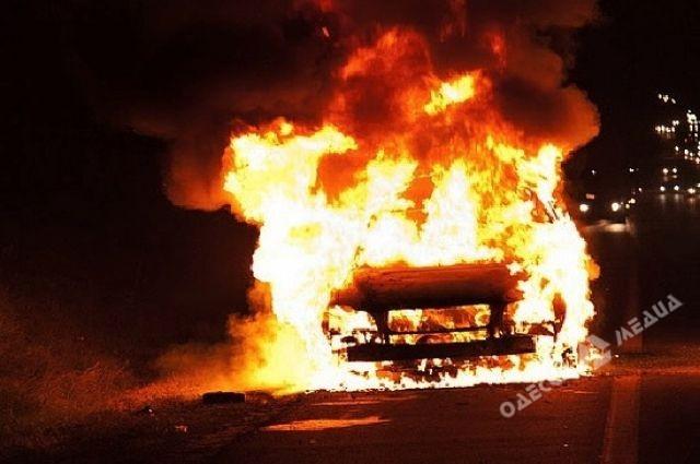 Данной ночью вОдессе навсе 100% сгорел автомобиль