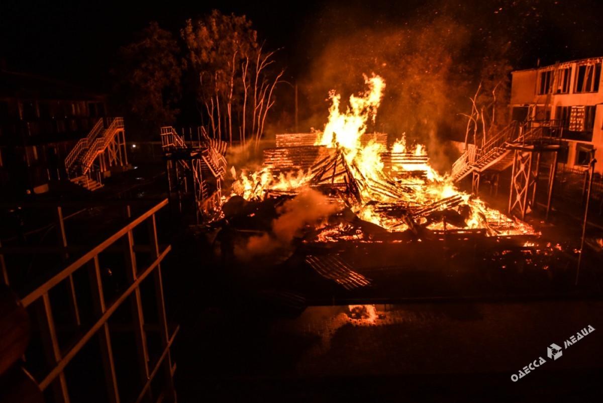 Работники «Виктории» полчаса пытались самостоятельно ликвидировать огонь