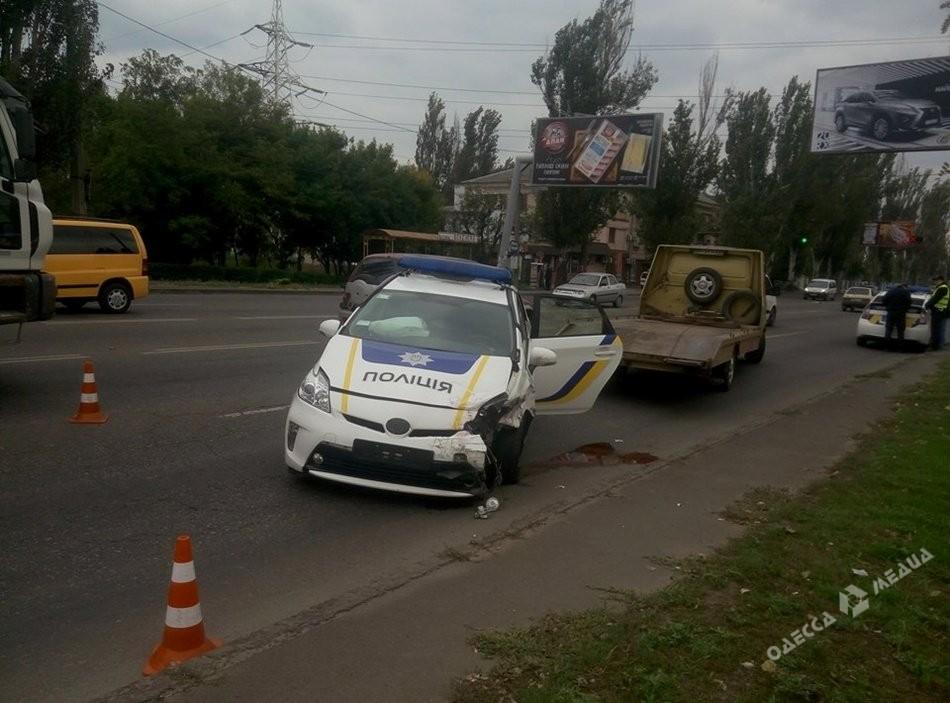 ВОдессе случилось ДТП сучастием экипажа патрульной милиции