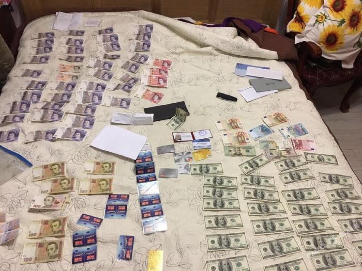 Руководство Укрпочты вОдессе попалось навзятке в $9600