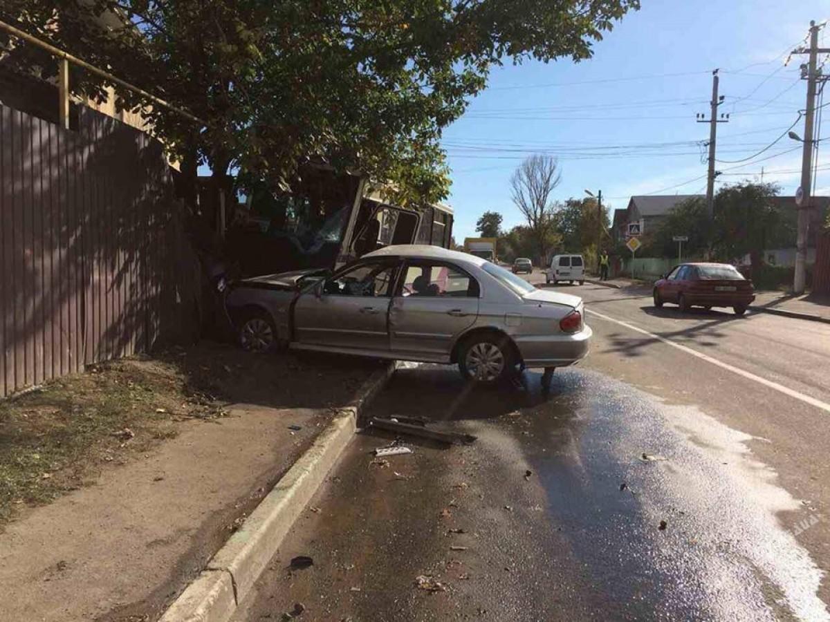 Под Одессой маршрутка влетела в дом : пострадали 5 человек
