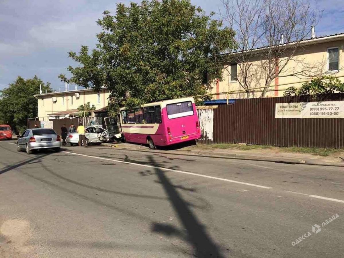 Автобус «Одесса-Черноморск» попал всерьезную трагедию  иврезался вдом