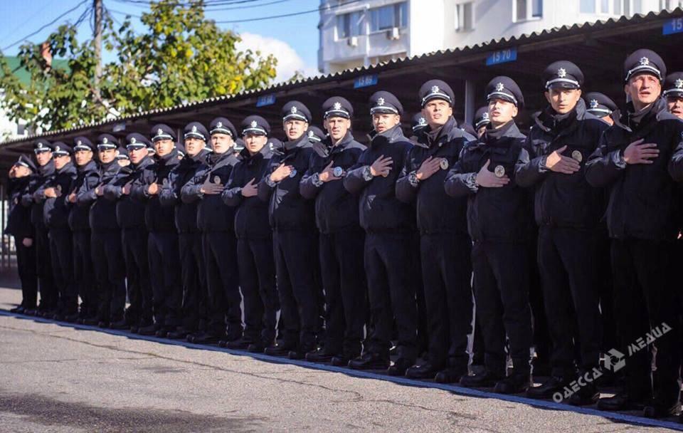 ВОдессе принесли присягу 100 патрульных полицейских-новобранцев