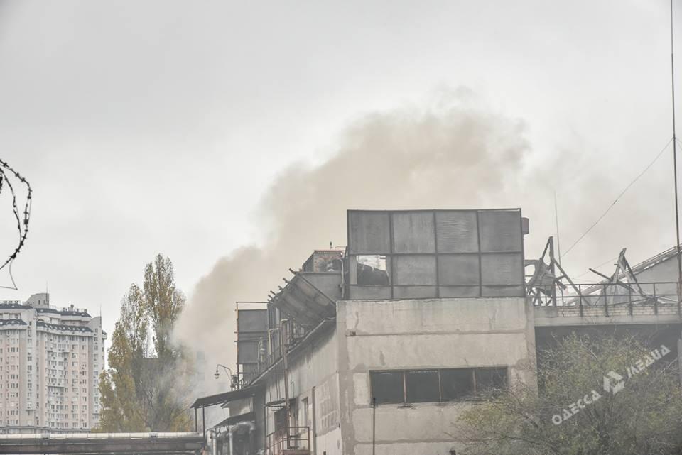 ВОдессе полыхает цех кондитерской фабрики