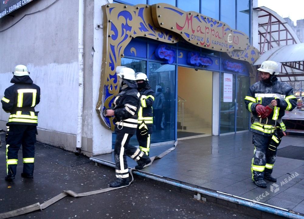 Сегодня вОдессе тушили пожар в коммерческом центре