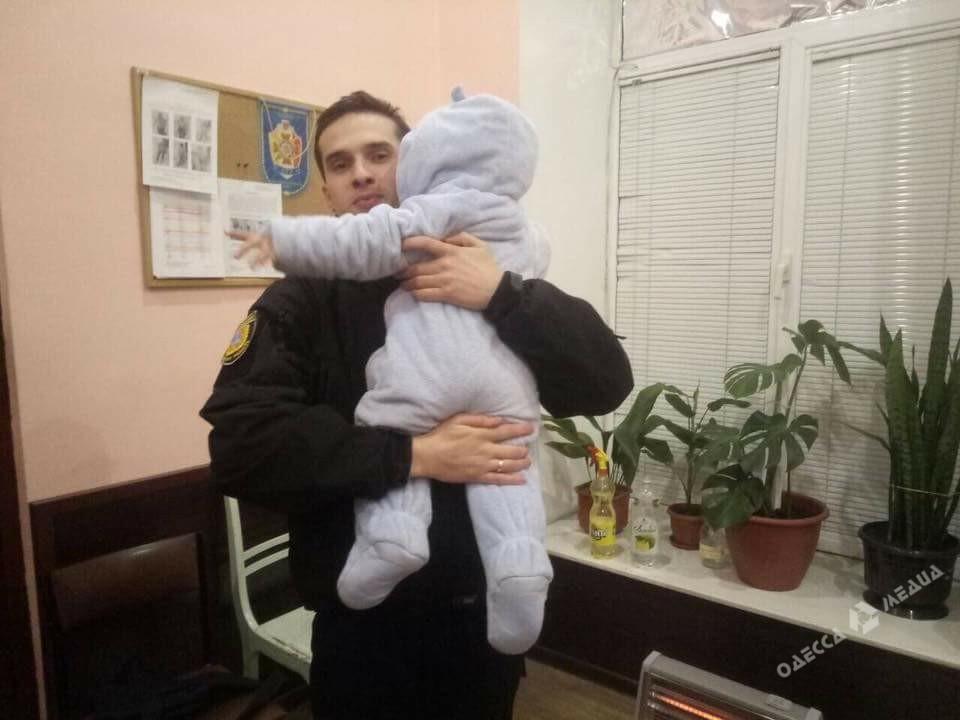 Одесские полицейские отыскали 2-летнюю девочку, похищенную гражданином Турции