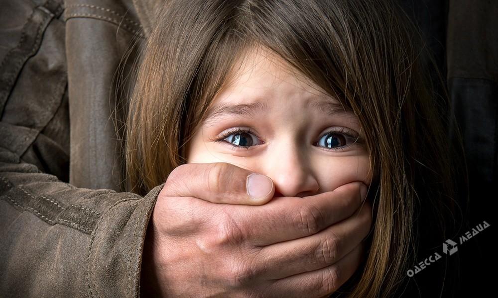 Мужчина пытался изнасиловать 11-летнюю девочку вОдесской области