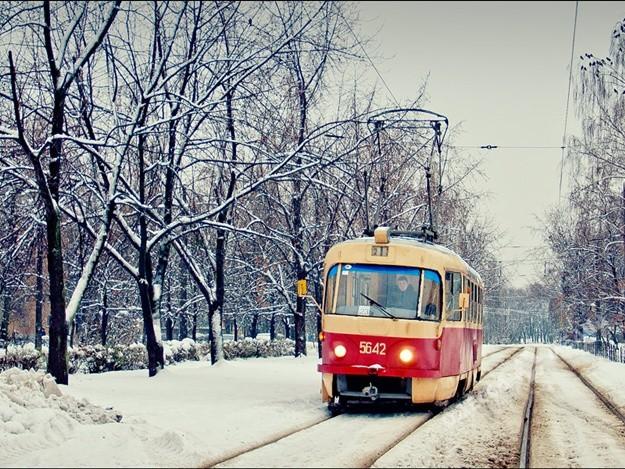 Одессу завалило снегом, вгород непускают фуры