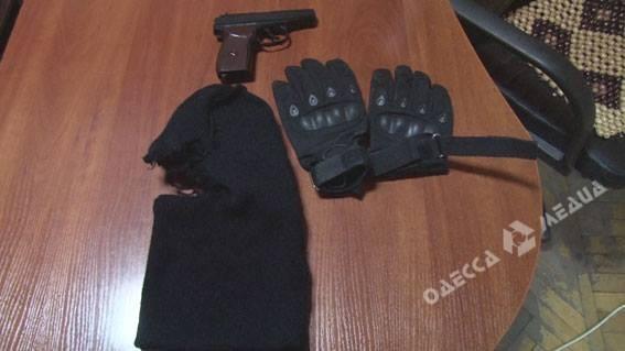 Балаклава иугроза использовать оружие: водесском кафе задержали 2-х дебоширов