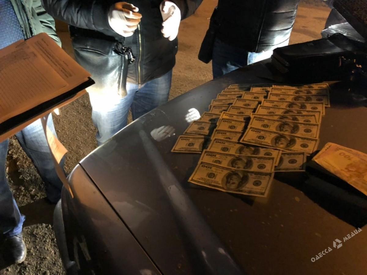 ВОдесской области председатель сельсовета попался навзятке в 20 000 долларов