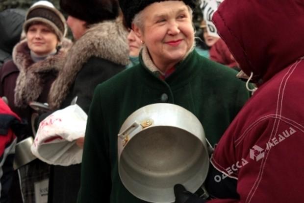 Часть участников МихоМайдана пришли под Раду изабросали полицию снежками