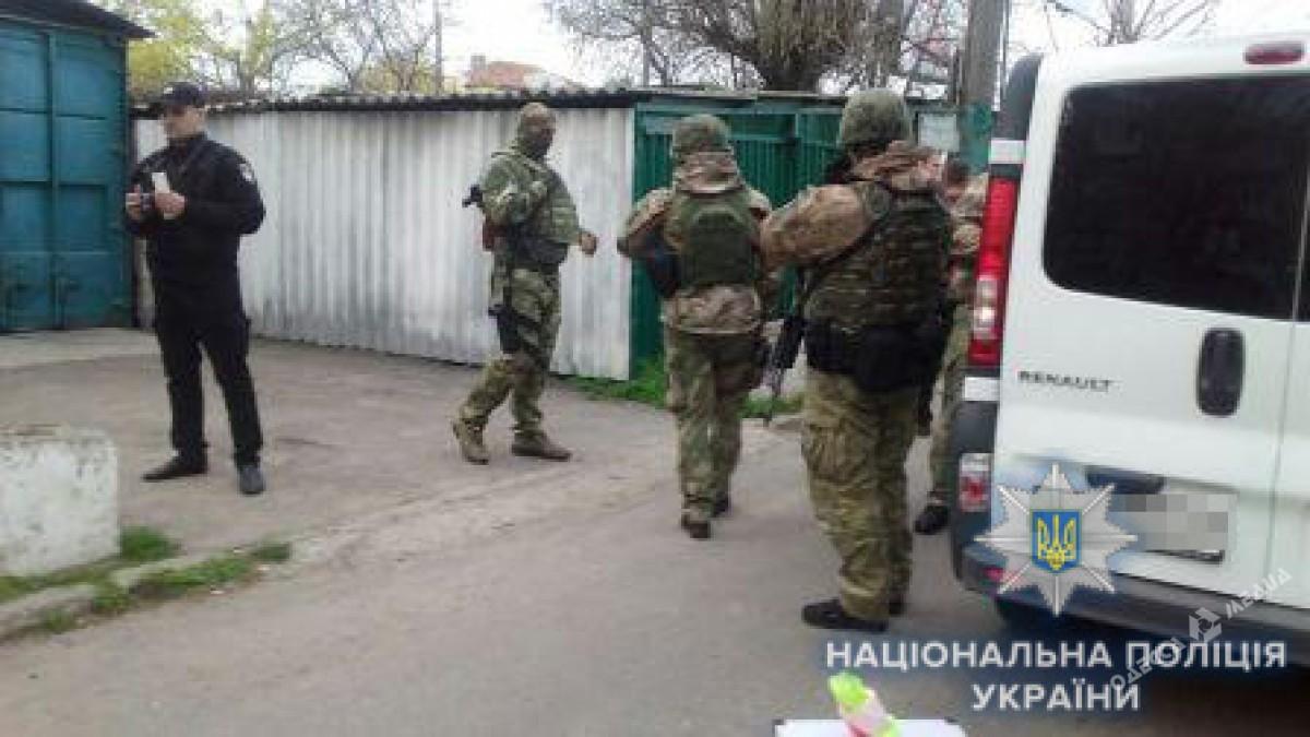 В Одессе группа людей в балаклавах устроила перестрелку
