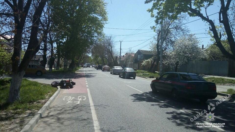 ВОдессе столкнулись авто имотоцикл, шофёр последнего умер