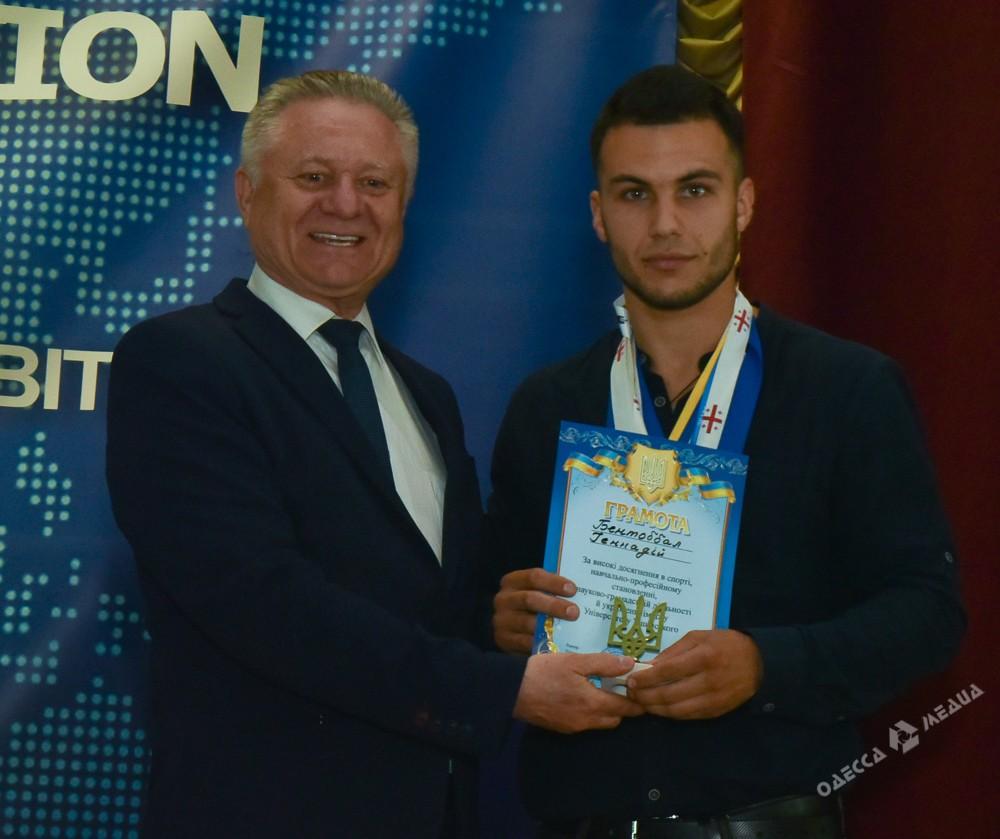 В одесском педуниверситете наградили победителей конкурсов и олимпиад