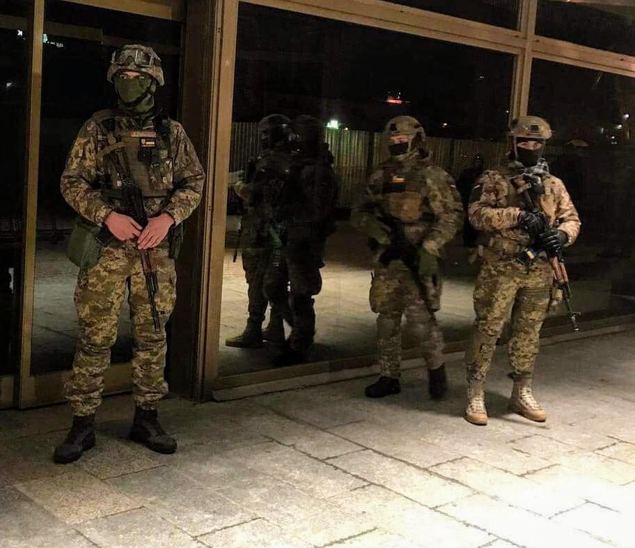 Возле американского эсминца в Одессе армейский спецназ задержал активистов