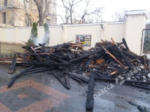 Городская власть призвала «волонтёров Летнего театра» убрать мусор за собой