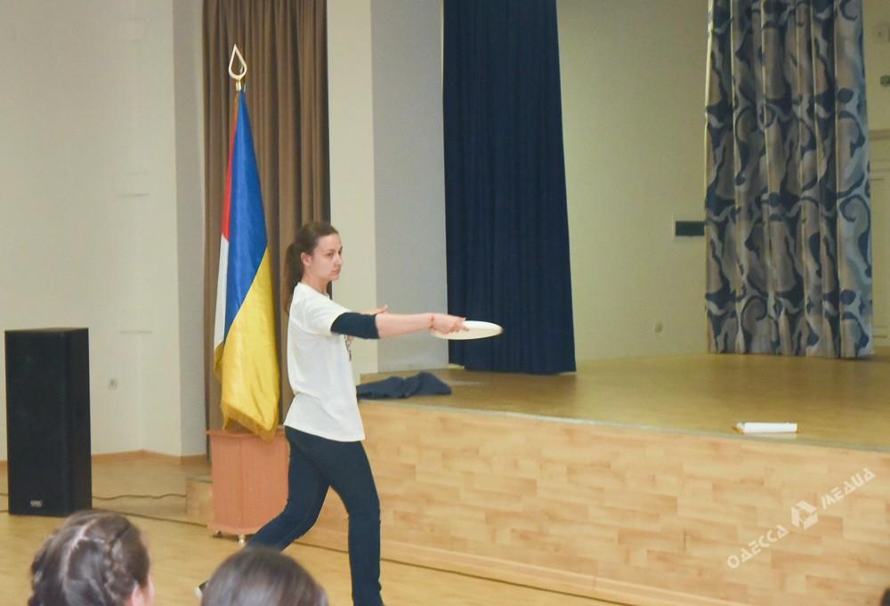 В Одессе могут разнообразить уроки физкультуры: в гимназии №4 прошел тренинг JuniorZ (фото)