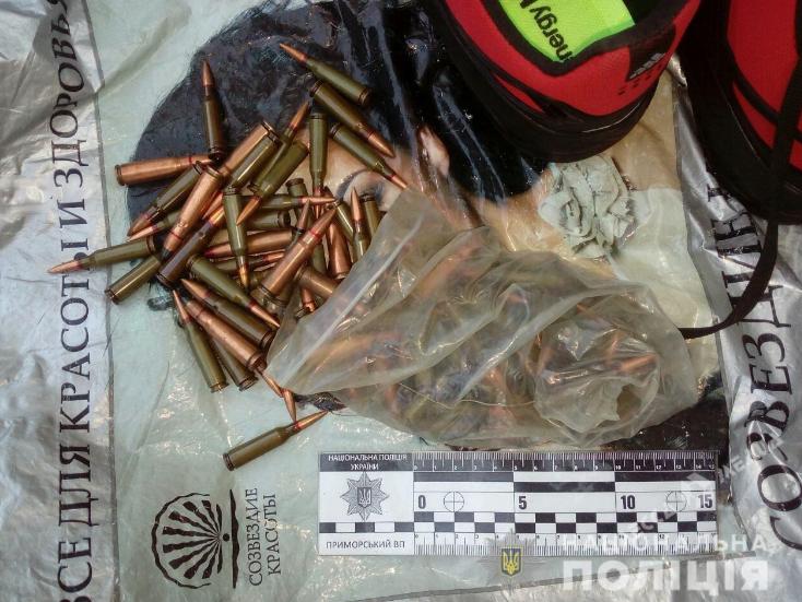 Разгуливал с сотней патронов по центру Одессы: копы задержали мужчину