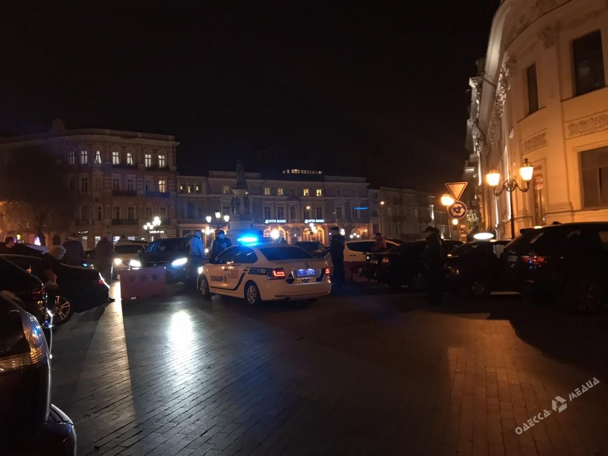 На Екатерининской площади активисты и патрульные устроили скандал (фото)