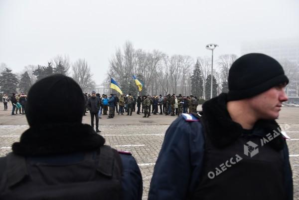 В Одессе милиция живой стеной разделила «Самооборону» и «Антимайдан» (ФОТО), фото-8