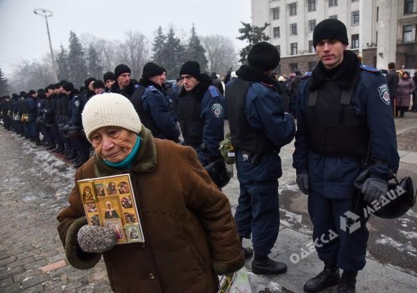 В Одессе милиция живой стеной разделила «Самооборону» и «Антимайдан» (ФОТО), фото-15