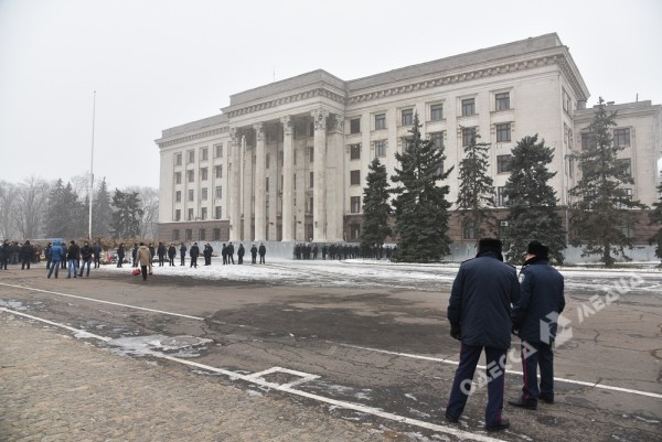 В Одессе милиция живой стеной разделила «Самооборону» и «Антимайдан» (ФОТО), фото-1