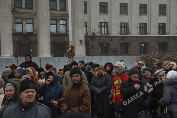 В Одессе милиция живой стеной разделила «Самооборону» и «Антимайдан» (ФОТО), фото-12