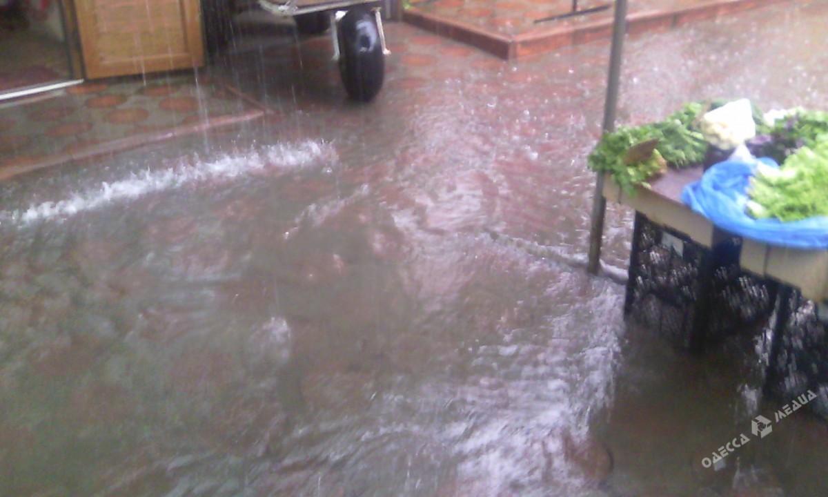 183511a4efdb8a40dc089368b81311ca Потоп в Одессе: вода доходила до лодыжек