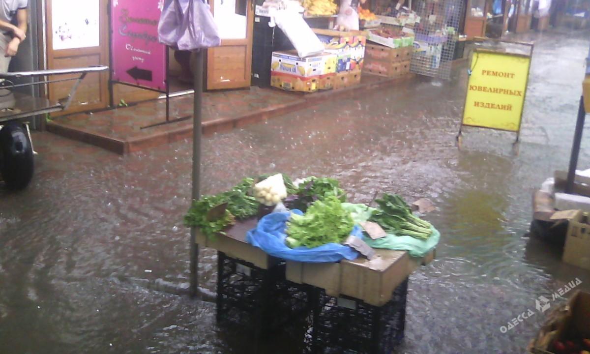 51a28d8c8cac37efd041604c8179292b Потоп в Одессе: вода доходила до лодыжек