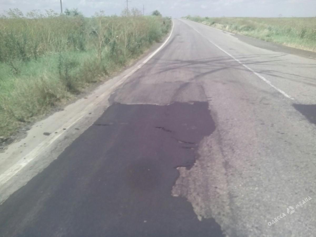96c3e49fefa700dc7b9d533783c56a2f Одесская область: слой нового асфальта можно продавить велосипедом