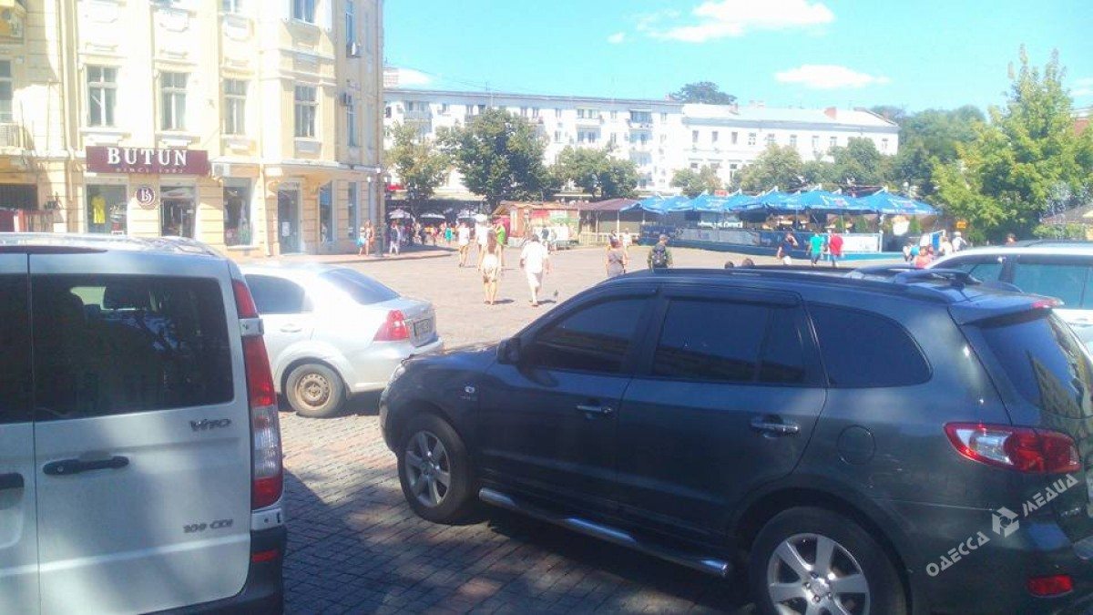 65939188c0df2b36b05b64b3b7b90f0c Одесские автохамы оккупировали Греческую площадь