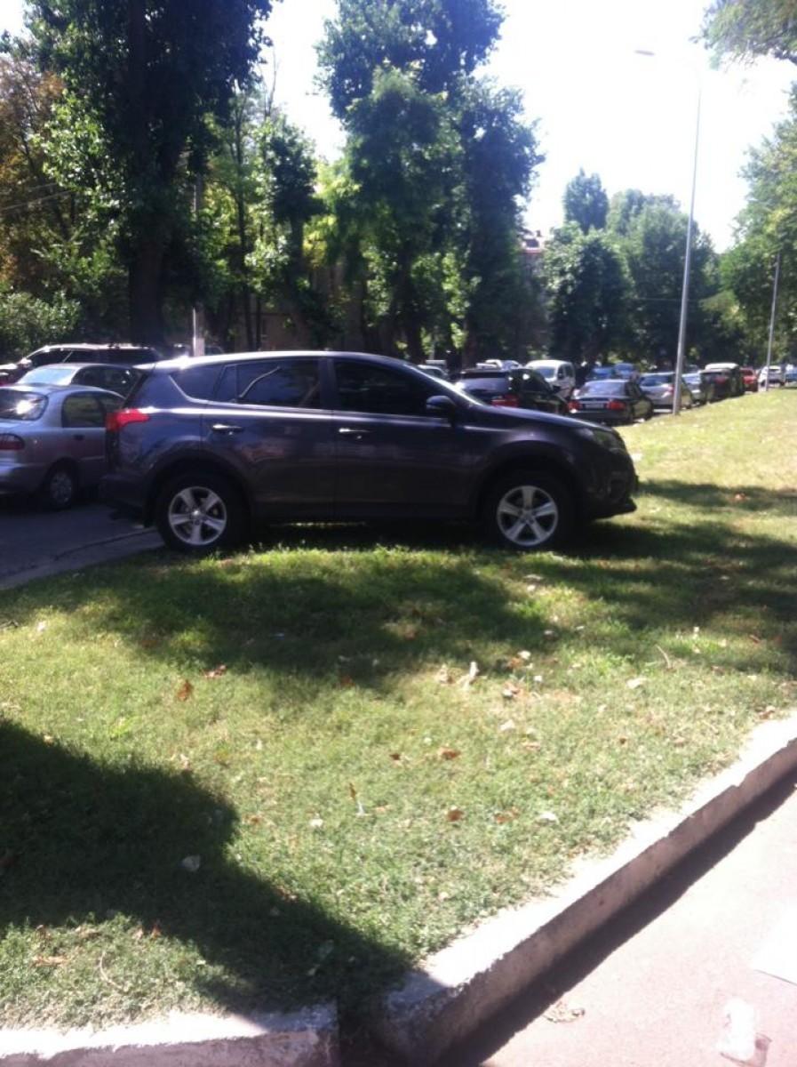 c59a69c35904bcc751c0cecf84faa0e9 Киевский автохам потерял в Одессе страх и паркуется где пожелает