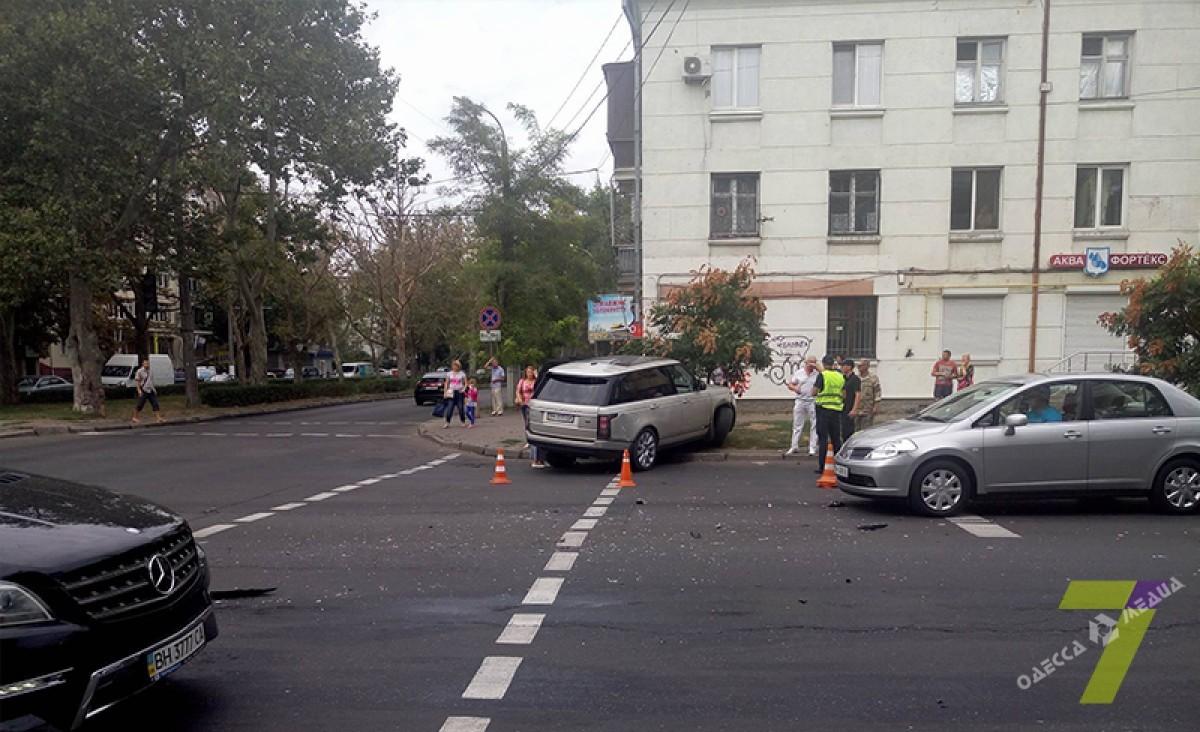 8e4da0012d08aa82251f0da7f34716f0 ДТП в Одессе: внедорожник сбил светофор