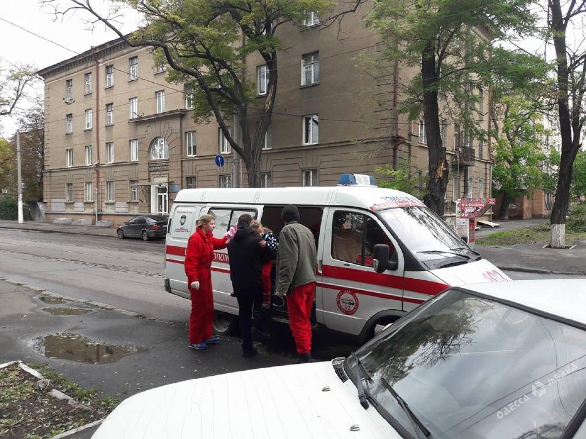 4cb3b781c72d65c61d80eb5c159950db В Одессе автомобиль с маленьким ребенком влетел в дерево