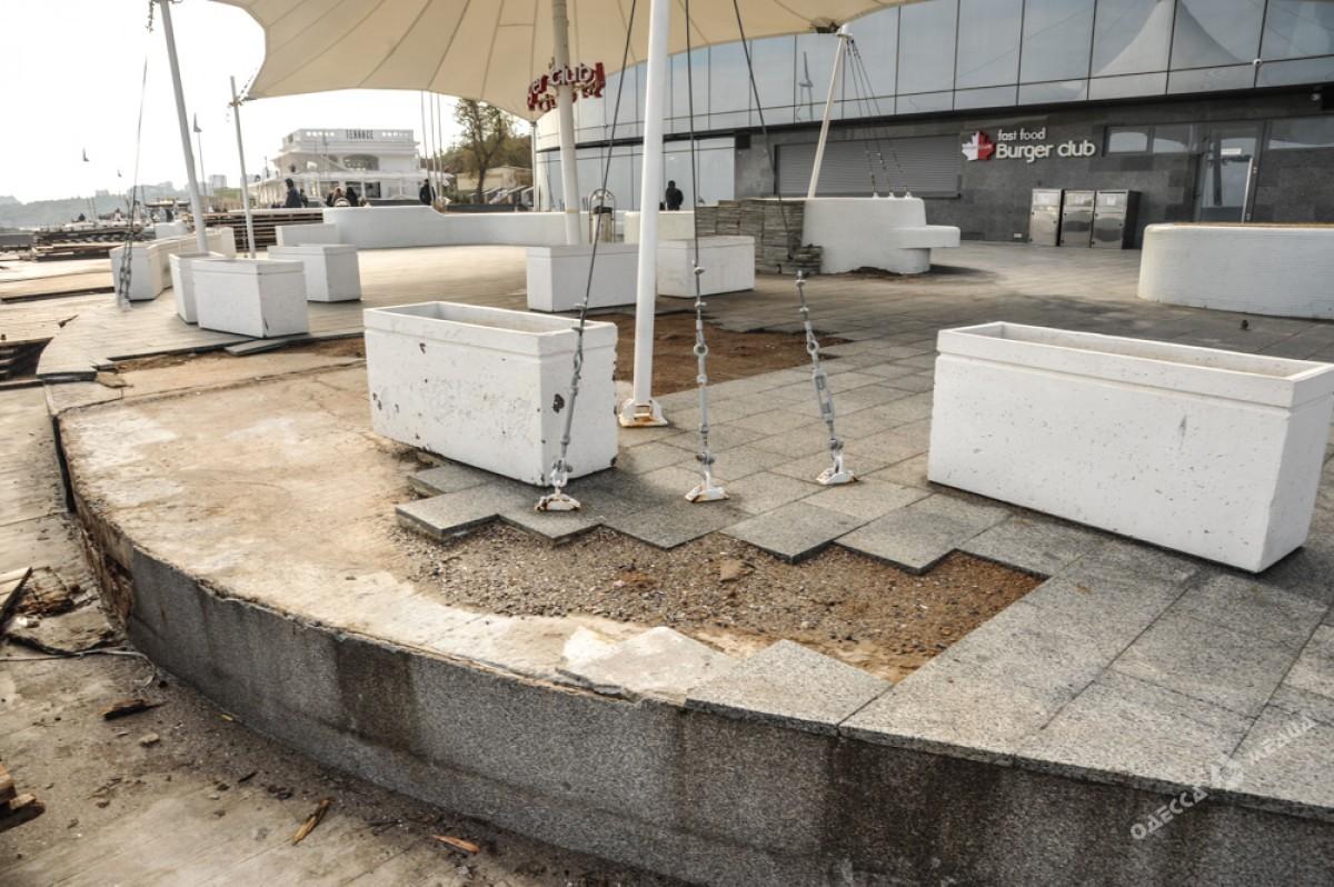 5f588858d7fc0e760fb4edc4e51eb207 Набережная после стихии: разбитые заборы и купающиеся одесситы