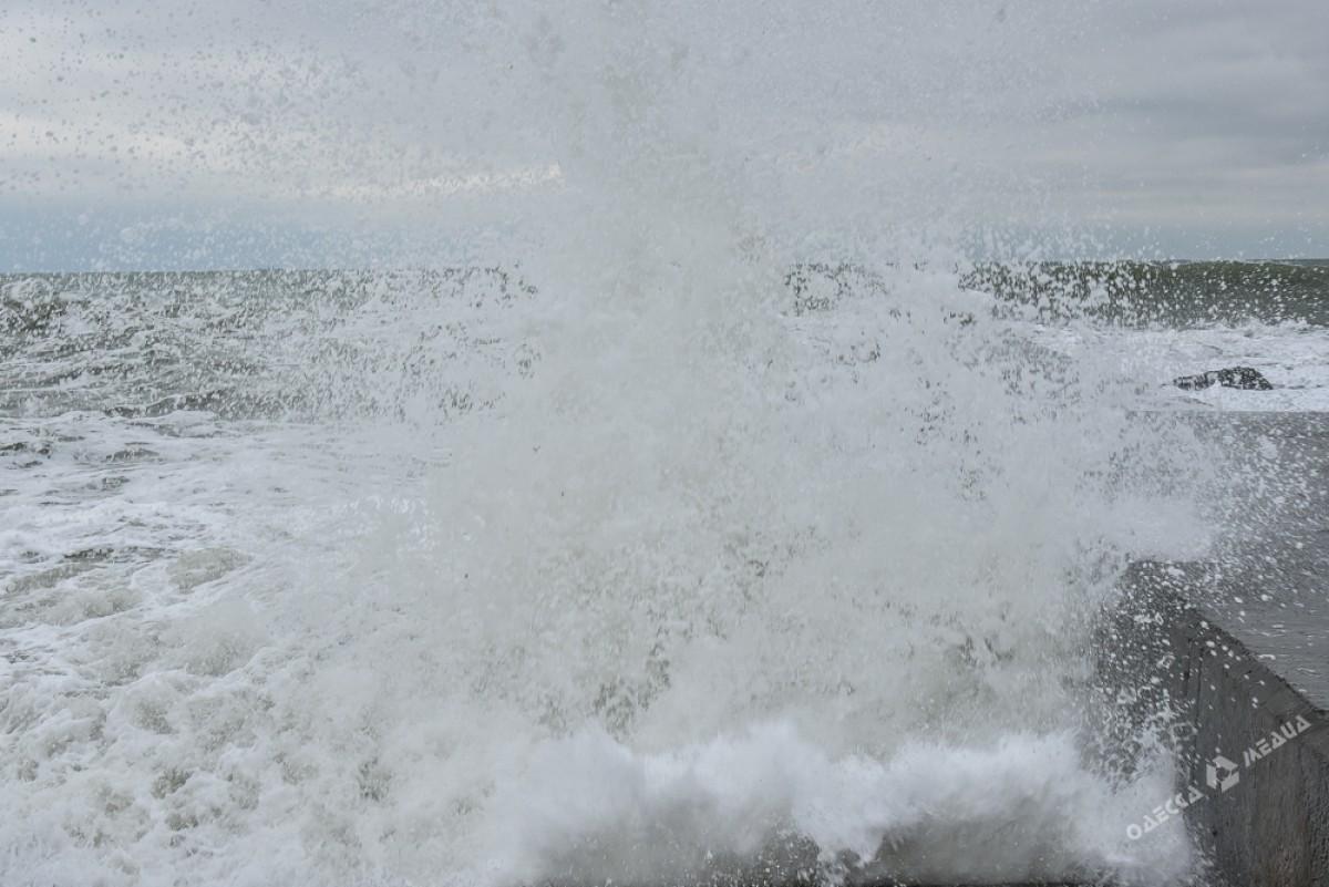 07ff39474795b10875972ddc5c29c2bd На одесском побережье бушует шторм