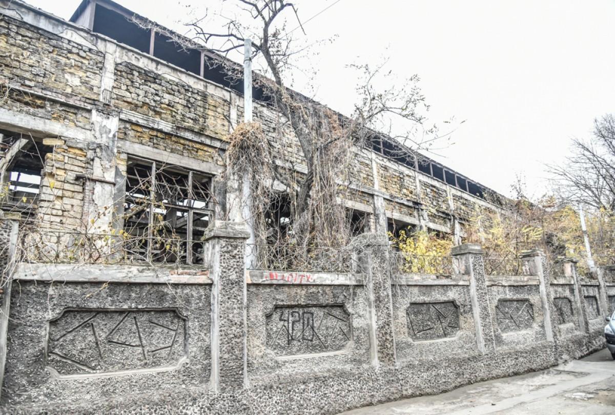80ceb63b94c76712d75d0710552a5122 Одесса: завод, который был гордостью страны, превратился в развалины