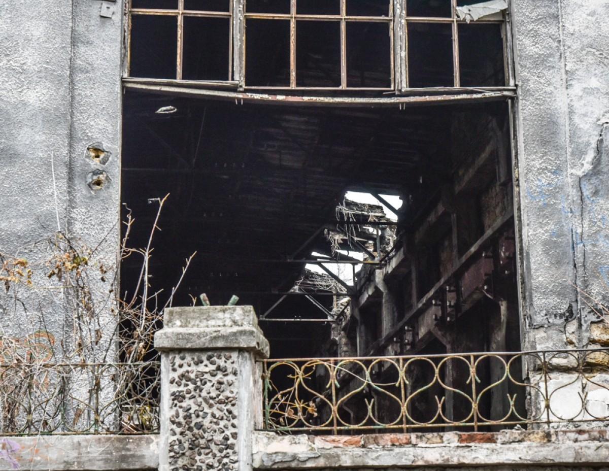 d0a359485c55f579b52fcdd9bdb68849 Одесса: завод, который был гордостью страны, превратился в развалины
