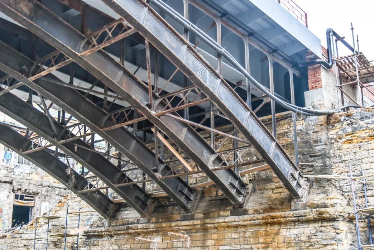 17e98b940d324e8c0a16ba425c5a89e0 Известный одесский мост: новые перила и бесстрашные пешеходы